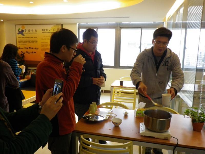 12/22(日)適逢冬至 工作人員準備湯圓 邀請APP產業研習課程的學員共享